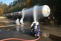 Zásah v plnírně plynu trénovali  hasiči v Branicích na Písecku. Snímek pochází z listopadového cvičení.