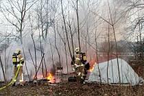 Někdo zapálil další romský tábor.