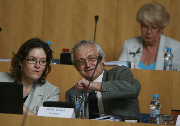 Tomeš Vytiska (na snímku zkrajského zastupitelstva), jihočeský krajský radní pro školství a kulturu za KSČM.