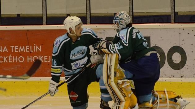 JE DOHRÁNO. Po posledním barážovém utkání s Trutnovem neskrývali milevští hokejisté své zklamání.