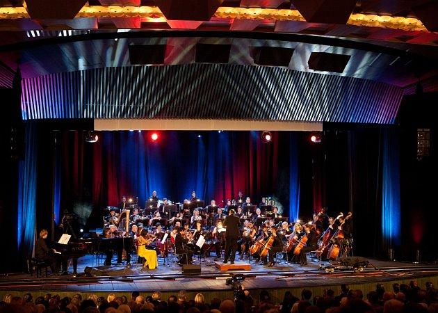 Jihočeská filharmonie hrála 3.března vbudějovickém Metropolu hudbu Kurta Weilla. Jako host zazpívala Zuzana Stivínová.