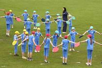 Takhle v roce 2012 cvičili na sokolském stadionu při župním sletu předškoláci.