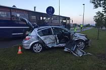 Následky páteční nehody v budějovické Pekárenské ulici.
