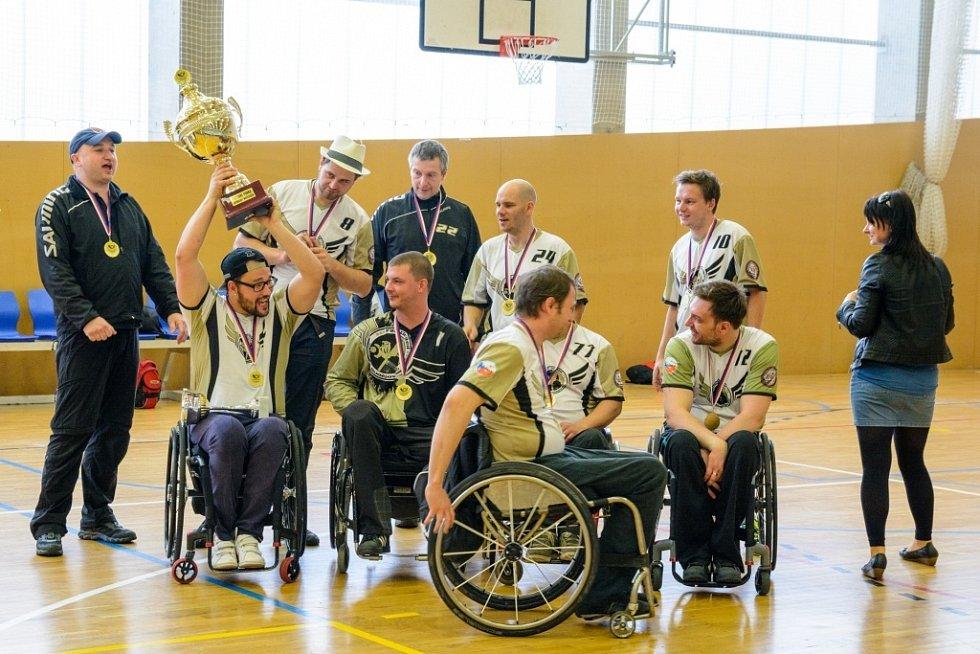 Vítězní FBC United s pohárem