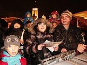 Akce Česko zpívá koledy na budějovickém náměstí 10. prosince 2014.