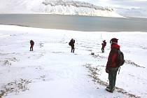 Výzkumná stanice leží na severu centrálního zálivu Isfjord. Na západ odtud je oblast s oceánickým podnebím, východní část je naopak arktická a silně zaledněná.