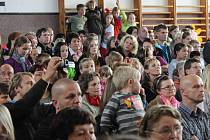 Stovky lidí přišly v sobotu oslavit 50. výročí založení Základní školy Pohůrecká v Českých Budějovicích. Odpolední program začal vystoupením žáků v tělocvičně.