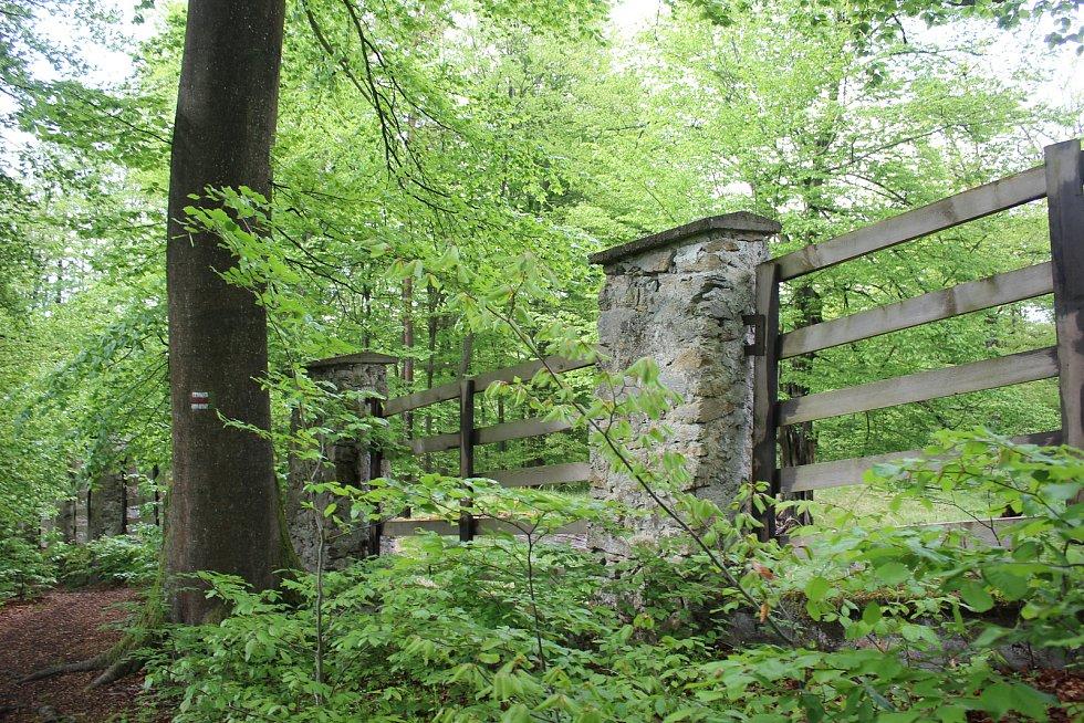 Pěší výšlap na Babu vede kolem Staré obory založené na konci 15. století.