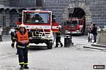 Praktická ukázka zásahu hasičů při simulovaném požáru mincovny na českokrumlovském zámku.