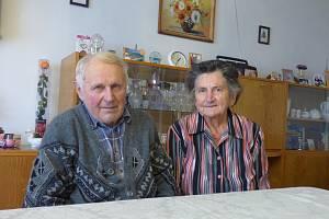 Dubenskou školu navštěvovali i manželé Josef a Marie Novotných (na snímku), kteří jsou spolu 60 let.
