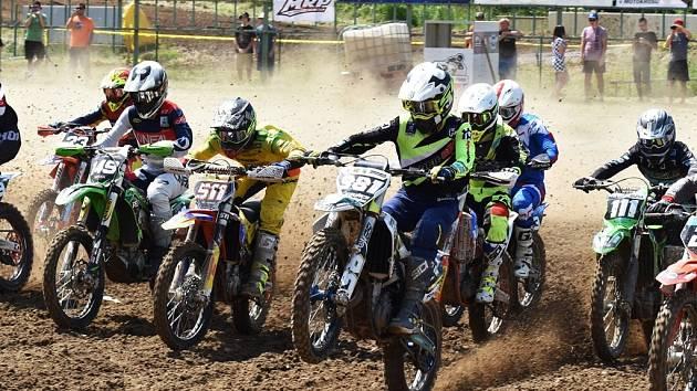 Motokrosová sezona startovala juniorským šampionátem v Jiníně, za týden se v Kaplici pojede seniorský šampionát.