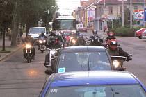 Motorkáři jeli na pohřeb kamaráda.