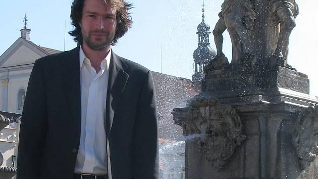 NA SKOK DOMA. Devětadvacetiletý Richard Železný se minulý týden vrátil do Budějovic za rodinou a blízkými. Mimo jiné tu také navštívil přednášku o Francii. Nyní je už zpátky v Paříži.
