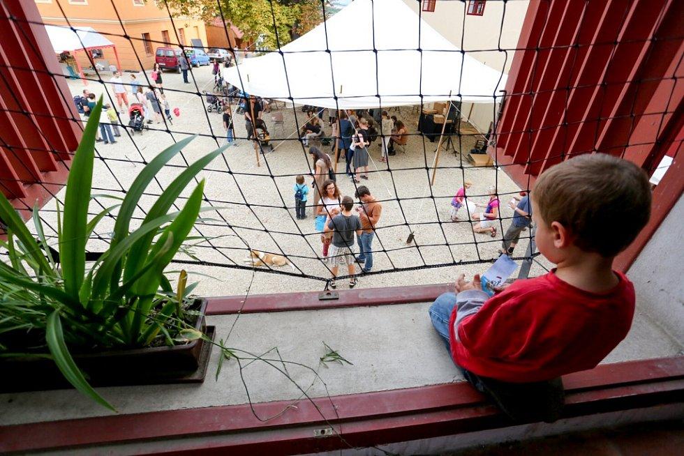 Táborský knižní festival Tabook rozžil o víkendu kotnovskou sýpku i další prostory ve městě.