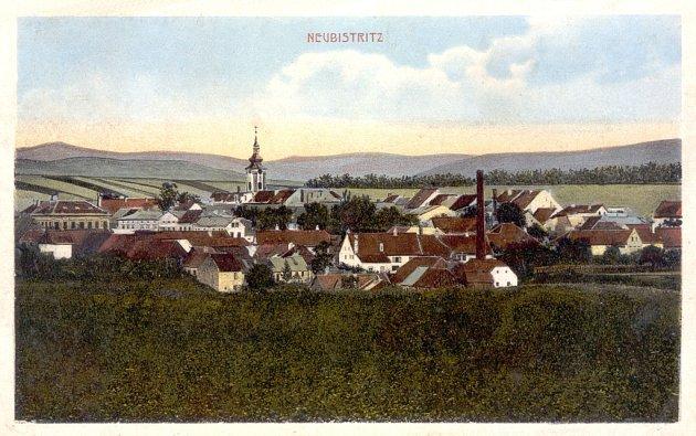 Dobové fotografie ze začátku 20.století představují Novou Bystřici jako prosperující sídlo.
