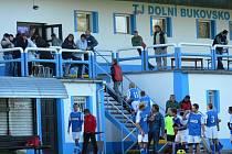Tribuna areálu v Dolním Bukovsku viděla vydařený podzim svých fotbalistů, kteří přezimují v čele I.B třídy.