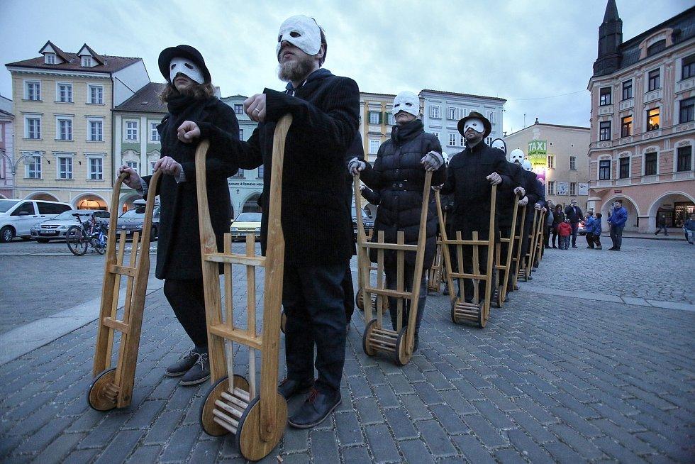 Zvony odletěly do Říma a do Budějovic přišlo Hrkání.