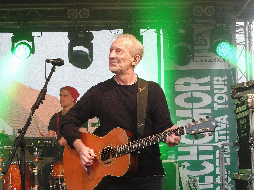Na nádvoří borovanského kláštera hrála kapela Čechomor. Na snímku a František Černý.