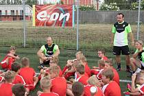 Tomáš Maruška (vpravo) při tréninku dětí
