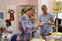 Vydatnou pomocí pro maminky, jejich předčasně narozené nebo nemocné děti i pro zdravotníky jsou moderní odsávačky mateřského mléka.
