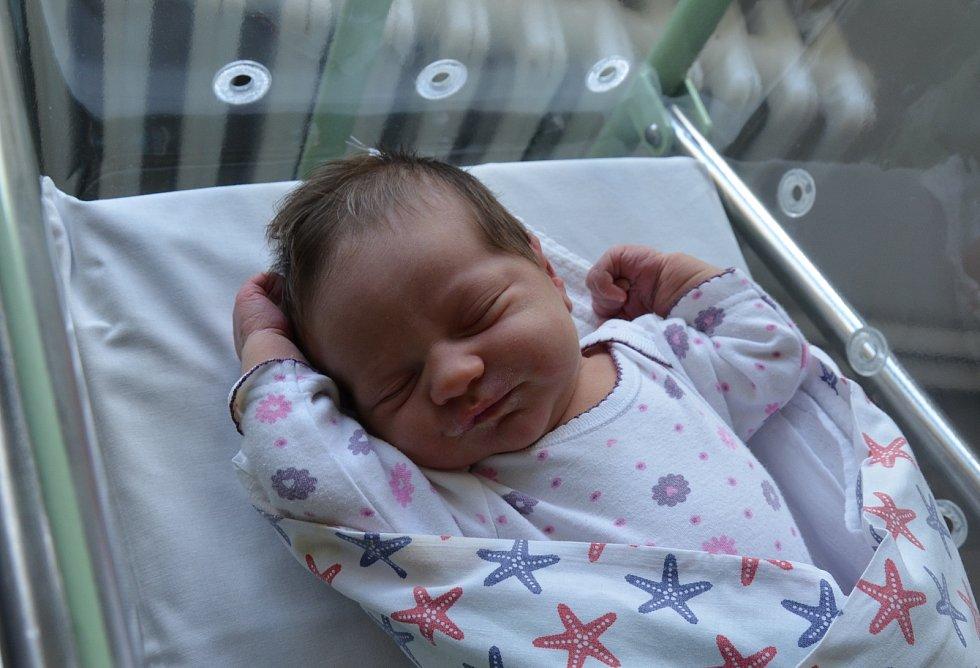 Amélie Gabrielová z Písku. Dcera Barbory a Jana Gabrielových přišla na svět 27. 5. 2021 v 5.37 h. Při narození vážila 3,45 kg. Doma se na ni těšil 2,5letý bráška Teodor.