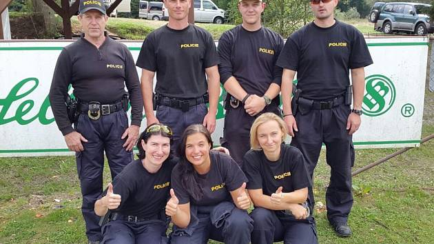 Jihočeský tým. Na snímku jsou (zleva) nahoře Josef Rendl, Milan Kraus, David Pětivlas, Karel Gažák, dole (zleva) Simona Toningerová, Michaela Zaymlová, Veronika Červená.