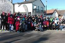 Účastníci silvestrovského výběhu na kopec Kluk ve Slavči