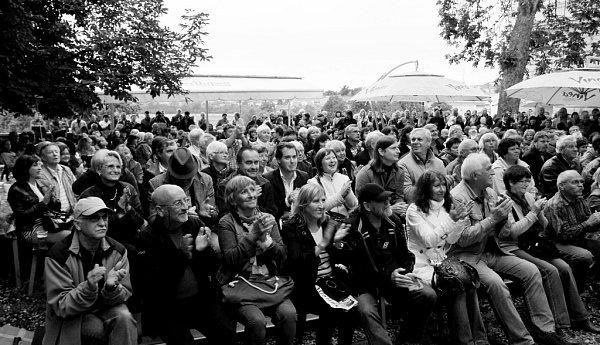 Táborská Střelnice zažije 31.srpna akci Střelácký čaj po 51letech. Představí se tamní průkopníci bigbítu. Na snímku atmosféra zloňského roku.
