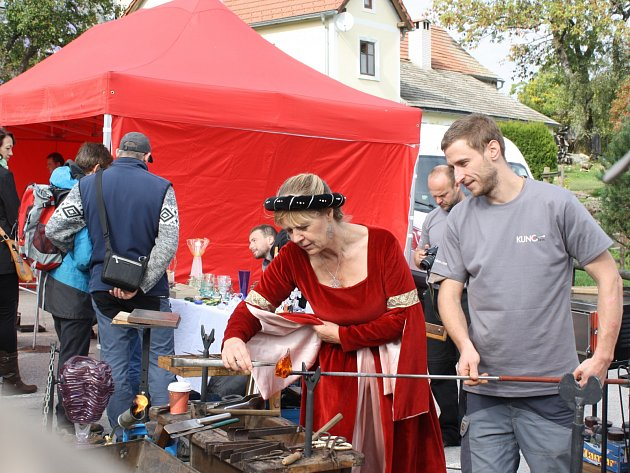 Na Rožmberských dnech v Hojné Vodě nechyběli skláři ani pečené husy.