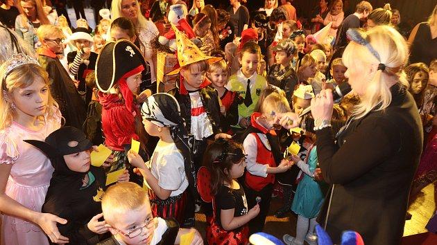 Dětský maškarní karneval v Kulturním domě Metropol v Českých Budějovicích