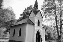 Kaplička v Nakolicích, zasvěcená svatému Floriánovi, si letos připomíná sto let trvání.