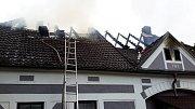 Ve čtvrtek ráno vyráželi budějovičtí hasiči do Drahotěšic k požáru bytu.