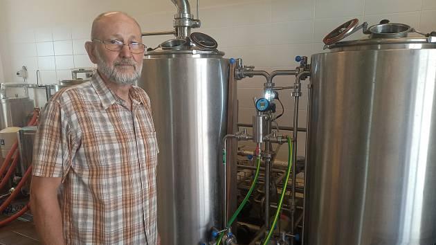 Minipivovar Zemědělské fakulty Jihočeské univerzity umožňuje svým studentům vyzkoušet si vaření piva v praxi.