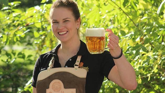 """""""Sládek pivo vaří a výčepní ho dělá, to je heslo nás výčepních,"""" říká Maruška Černá."""