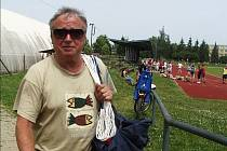 ŘEDITEL. Bohuslav Cháb má s výchovou mládežníků bohaté zkušenosti. Současný kouč EGE České Budějovice v minulosti také sedmnáct let vykonával funkci ředitele Gymnázia J.V.Jirsíka.