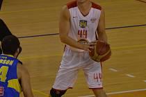ZRANĚNÍ. Rozehrávač Lions Jiří Kysela má pořádnou smůlu. Po loňském zranění kolena a půl roce bez basketbalu si o víkendu v dresu prvoligové Olomouce vykloubil loket a pozdější vyšetření odhalilo i přetrhané vazy. Sezona pro něj skončila.