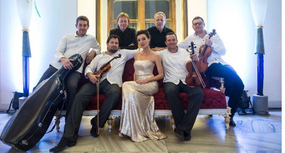DASHA zazpívá s kapelou Martina Kumžáka nebo se smyčcovým kvartetem Epoque Quartet.foto: archiv zpěvačky