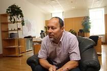 """O stěhování do primátorské pracovny prozatímní první muž budějovické radnice Petr Holický neuvažoval. """"Ve své kanceláři mám svou agendu, zázemí i asistentku,"""" zdůvodnil."""