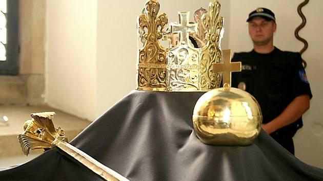 Pohřební insignie budou k vidění v rámci oslav výročí Českých Budějovic v radniční výstavní síni. Podobně byly vystaveny i v roce 2008 ve Znojmě.
