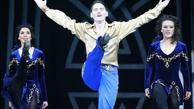 I napotřetí zaplnilo irské představení Lord of the Dance českobudějovickou Budvar Arénu. Soubor do hokejové haly přilákal v úterý zhruba 3800 diváků.