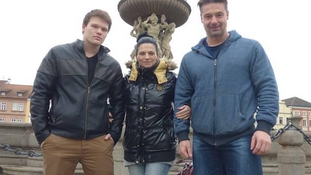 Koníčkem se stala pro rodinu Brožkových naturální kulturistika. Už před několika lety jí propadl Pavel Brožek (vpravo), poté  k němu přibyla i manželka Alžběta a syn Patrik.