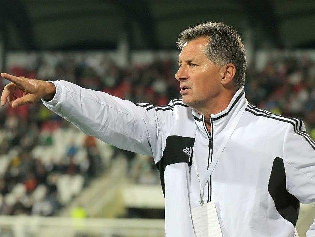 Trenér Dynama Luboš Urban už na Letné myslel na páteční zápas s Teplicemi.