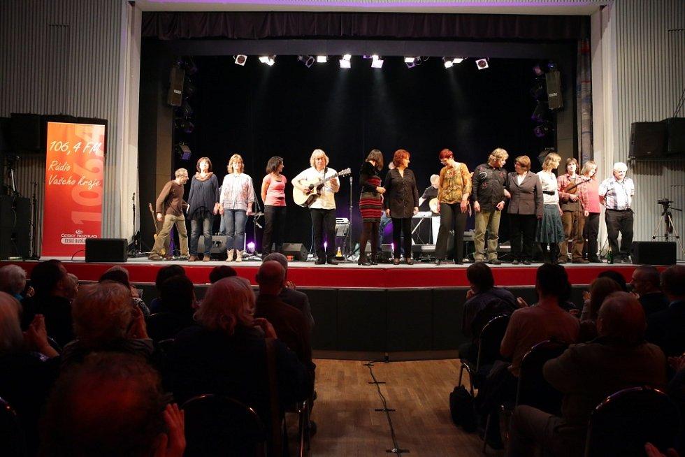 Pocta skupině Minnesengři, kteří vznikli před 45 lety, se odehrála 14. listopadu 2013 v českobudějovickém DK Metropol. Závěrečné společné zpívání na forbíně, kde zazněla písnička Nezacházej slunce.