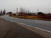 Dopolední nehodu autobusu v Kněžských Dvorech u Českých Budějovic připomínaly jen stopy u krajnice.