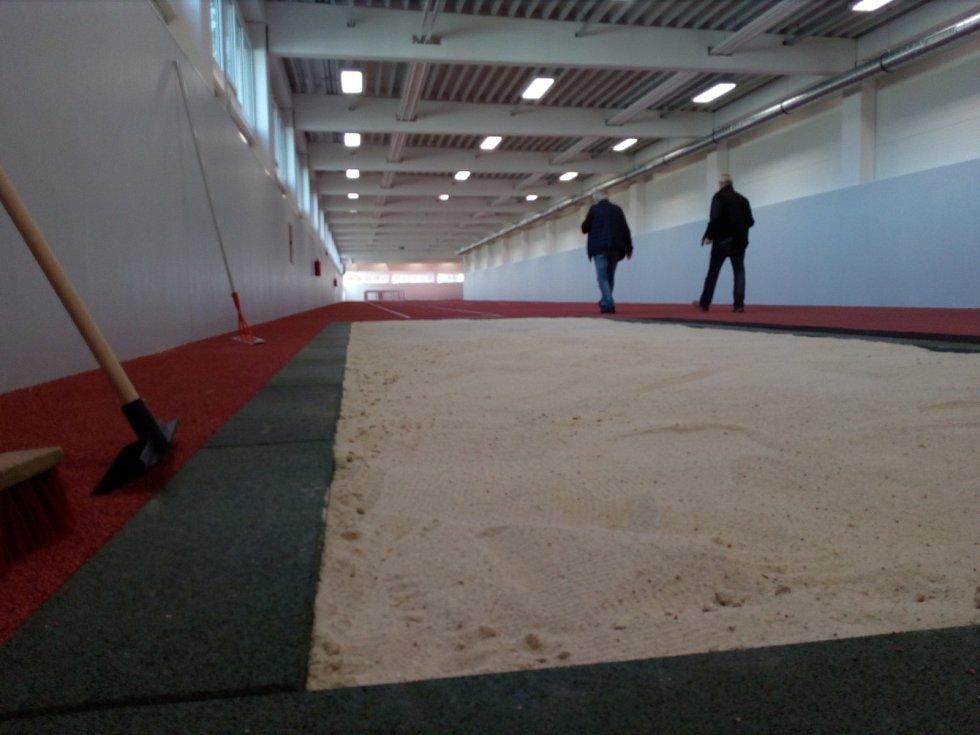 Nový atletický koridor nechalo postavit město České Budějovice při budějovické ZŠ Oskara Nedbala. Stavba trvala jen osm měsíců.