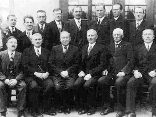 Spolek pro zvelebení Husovy kolonie ve 30. letech 20. století.