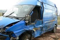 Smrtelná nehoda u Pištína. Řidič poštovního auta nepřežil.