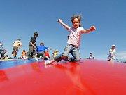 Trampolína je podle lékařů nebezpečná pro děti i dospělé. Ilustrační foto.