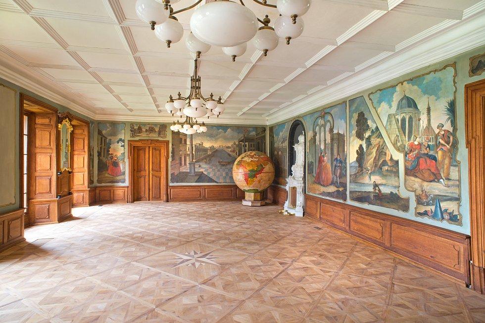 Jak šel čas s původně renesanční tvrzí v Kolodějích nad Lužnicí. Novou tvář dostal nejen samotný zámek, ale i přilehlý park či kaple.