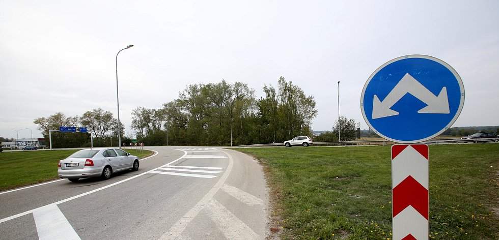 Změna přednosti v jízdě na kruhovém objezdu na Okružní v Českých Budějovicích.